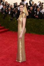 Anne Hathaway MET Gala 2015